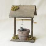 Brunnen mit Dach, begrünt, handgefertigt Holz, 16 x 11 x 10 cm