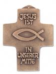 Wandkreuz Jesus ist in unserer Mitte Bronze Kommunion Kreuz 11 cm Peters