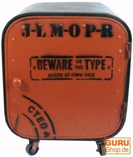 Kleiner Metallschrank auf Rädern, orange