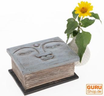 Beschnitzte kleine Truhe, Holzschachtel, Holzdose mit Buddhakopf