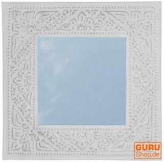 Spiegel mit handgeprägtem Rahmen aus Aluminium - Modell 1 weiß