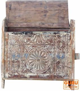 Rustikale Orissa tribal Holztruhe oder Sitzbank mit Verzierungen und Schnitzereien - Modell 1