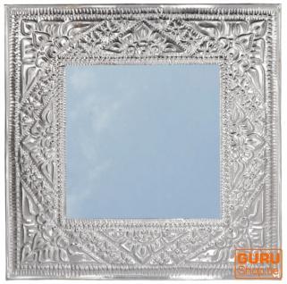 Spiegel mit handgeprägtem Rahmen aus Aluminium - Modell 1 silbern