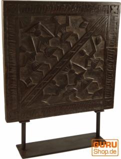 Vintage Holzbild, indische Holzskulptur aus alter Schnitzerei mit Ständer - Model 2
