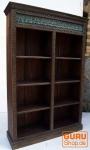 Antikes aufwendig verziertes Bücherregal