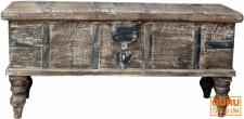 Antike Holzbox, Holztruhe, Couchtisch, Kaffetisch aus Massivholz, aufwändig verziert - Modell 17