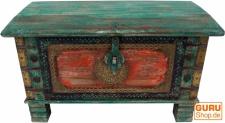 Truhe, Holzbox mit Metallbeschlägen