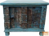 Kleine Holztruhe, Holzbox, Kiste, handgefertigt, mit eingesetzten Ornamenten