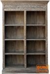 Bücherregal mit geschnitzter Front,