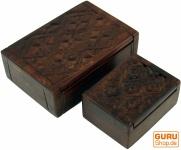 Geschnitzte Holzdose, Schatztruhe in 2 Größen - Ornament