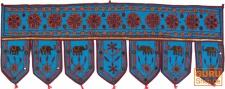Bestickter indischer Wandbehang mit Spiegelchen, Wimpel, Toran - hellblau