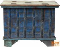 Holztruhe, Kiste, Box mit Beschlägen, im Kolonialstil