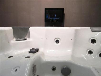 LUXUS SPA HOT TUB WHIRLPOOL Multimedia System TV DVD 6 Personen