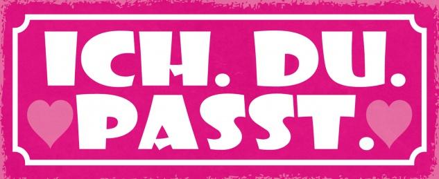 Blechschild Spruch ICH. DU. PASST. (rosa Schild mit Herz) Metallschild 27x10 Deko tin sign