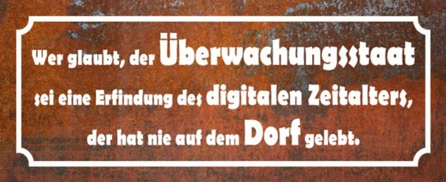 Blechschild Spruch Wer glaubt, der Überwachungsstaat= Erfindung digitalen Zeitalters, hat nie auf dem Dorf gelebt Metallschild 27x10 tin sign
