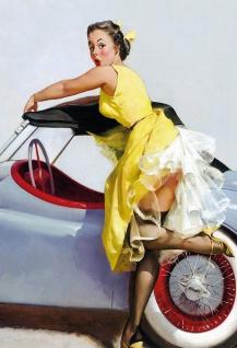 Blechschild Pinup Girl in gelbem Kleid am Auto Metallschild 20x30 Deko tin sign