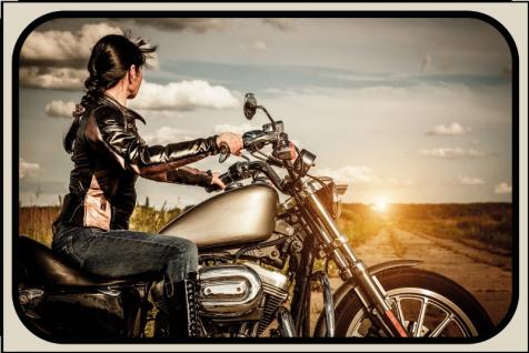 Frau am Motorrad blechschild, motorrad, pin-up, biker retro