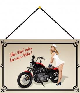 Blechschild Motorrad Pinup This Girl rides her own bike Deko 20x30 mit Kordel