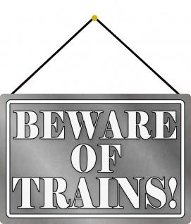 Blechschild Beware of trains! graues Metallschild 20x30 cm Deko mit Kordel
