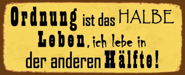 Blechschild Spruch Ordnung ist das halbe Leben, ich lebe in der anderen Hälfte! gelbes Metallschild 27x10 cm Wanddeko tin sign
