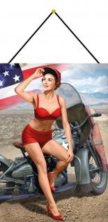 Blechschild Pinup Girl auf Motorrad US Metallschild Wanddeko 20x30 mit Kordel