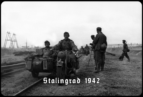 Blechschild Stalingrad 1942 (Soldat, Motorrad) Metallschild Deko 20x30 tin sign