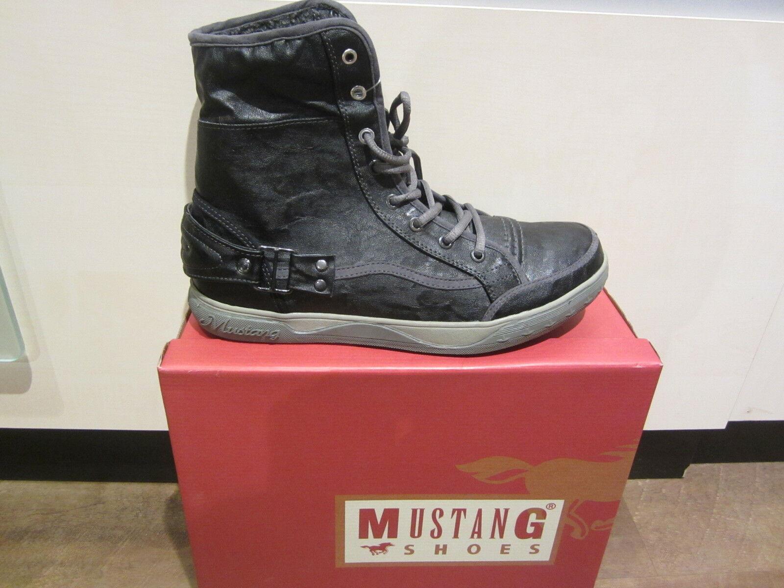 Mustang Stiefel Stiefel Schnürstiefel Winterstiefel schwarz, warm gefüttert NEU