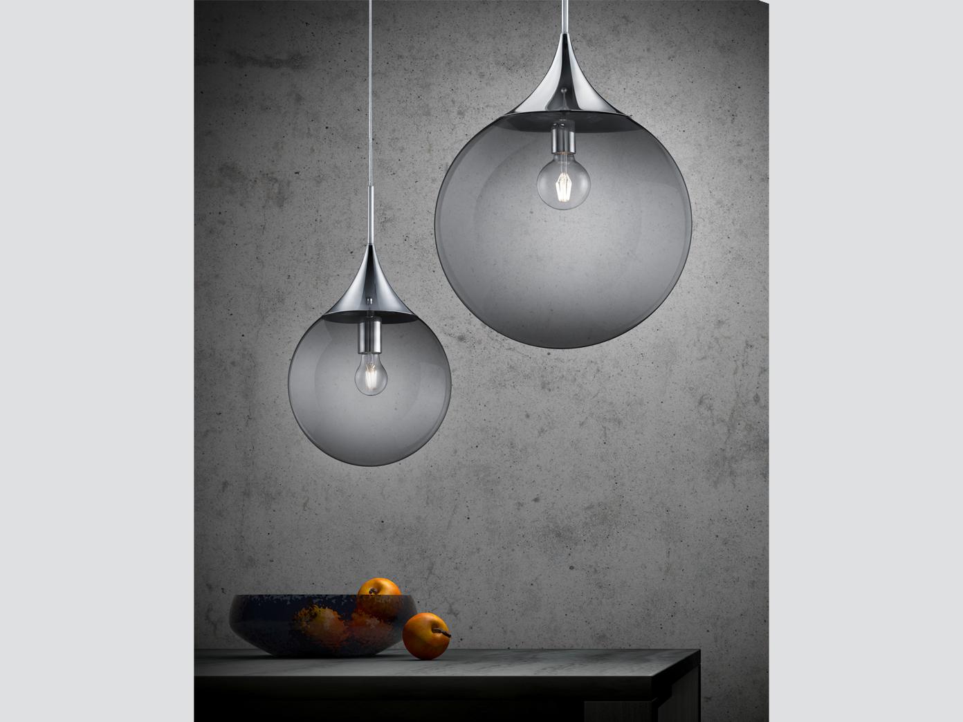 Tropfenförmige Glaskugel Pendelleuchte aus glänzendem Metall Durchmesser 30 cm