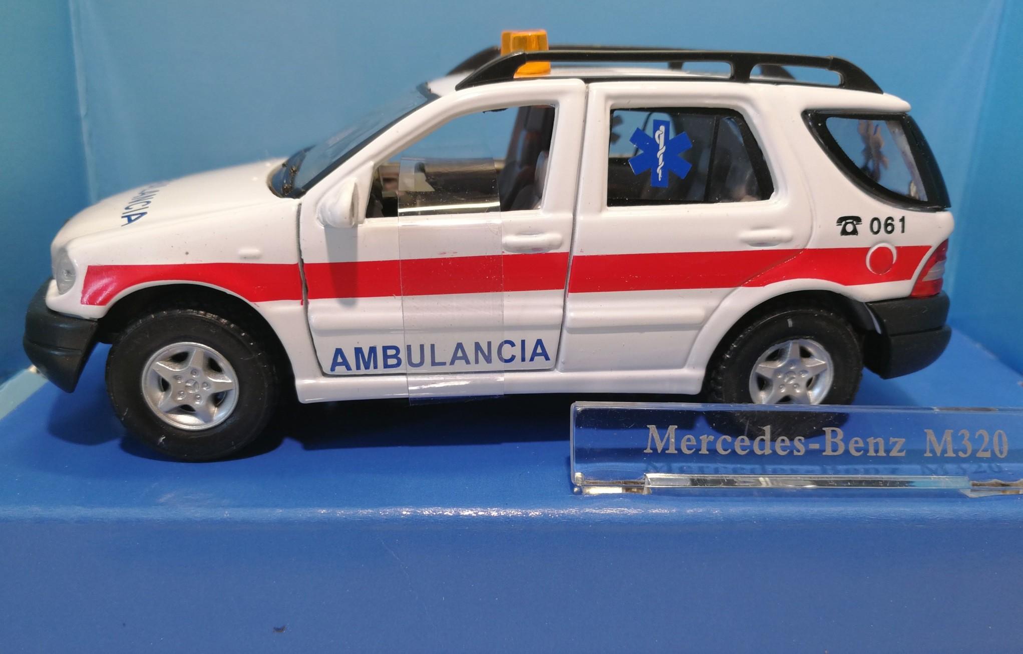 Mercedes Benz Ml320 Ambulance Rescue 061 Rettung Spanien M143 Hongwell 1