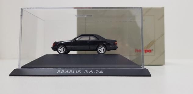 Herpa Mercedes-Benz 300 CE BRABUS 3.6-24 schwarz M1:87 Geschenkbox Modellauto