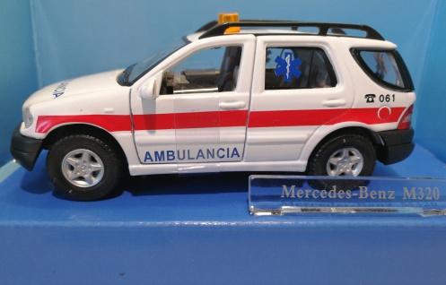 MERCEDES BENZ ML320 AMBULANCE Rescue 061 Rettung Spanien M1:43 Hongwell