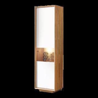 Wöstmann WM2010 Vitrine 6543 in Wildeiche Massivholz mit Mattglasakzenten bianco mit einer Tür mit Glasausschnitt