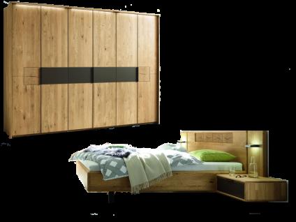 Wöstmann WSM 1600 Schlafzimmer 2-teilig in der Ausführung Europäische Wildeiche Massivholz mit Bett Liegefläche wählbar und 6-türigem Drehtürenschrank optional mit Passepartout Nachtkonsolen oder Paneelaufsatz mit Beleuchtung