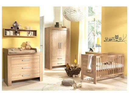 Wellemöbel Leopold Babyzimmer 3-tlg bestehend aus: Kinderbett mit 2 Gitterbettseiten, Kleiderschrank 2-türig, Wickelkommode mit abnehmbarem Wickelaufsatz, Korpus und Front: Wildeiche-Nachbildung Struktur