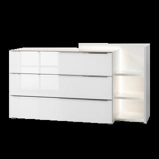 Nolte Alegro Style Kommode mit 3 Schubkästen und Anstellregal Korpus in Polarweiß mit Schubkastenfront in Weißglas und Griffleisten in chrom optional mit LED-Lichtband für Anstellregal
