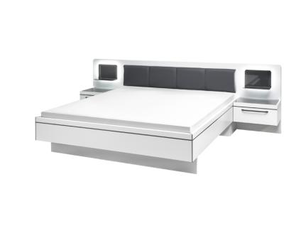 Schlafkontor Turin Bettanlage inklusive 2 Nachtkommoden und Glasablage mit LED Beleuchtung Liegefläche ca. 180 x 200 cm Rahmenausführung in Weiß Nachbildung mit grauen Absetzungen Kopfteil gepolstert mit Kunstleder