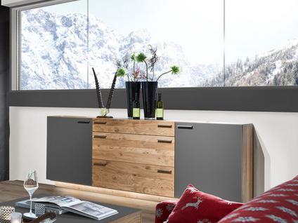 Schröder Kitzalm-Montana Sideboard 3829 furnierte Kommode mit Glas-Akzent für Wohnzimmer mit Schubkästen Türen und Vitrinenausschnitten Holzausführung und Beleuchtung wählbar