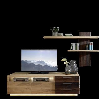 Schröder Kitzalm Alpenflair Wohnzimmer Vorschlagskombination K014 bestehend aus einem TV-Unterteil sowie einem Wandpaneel in Alteiche Natur gebürstet furniert mit Akzenten in Alteiche rustik