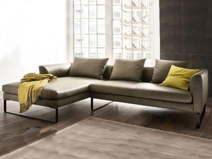 Candy Eckkombination Avola Longchair links und 2, 5-Sitzer rechts in Echtleder Cesano green Rücken echt bezogen mit Kufen schwarz matt