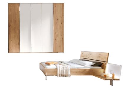 Thielemeyer Loft Schlafzimmer 2-teilig Front und Korpus Eiche Massivholz Komfort-Liegenbett mit Holzkopfteil Liegefläche wählbar mit 5-türigem Drehtürenschrank mit Colorglastüren in weiß mittig optional mit 2 Anstellpaneelen rechts und links mit oder ohne