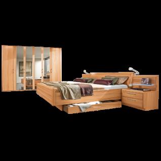 Disselkamp Coretta Schlafzimmer Doppelbett hohes schwebendes Fußteil Nachtkonsolen Drehtürenschrank
