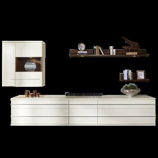 Loddenkemper Kito Wohnwand 9739 in Lack Weiß mit Absetzung in Caruba Nuss Furnier mit zwei Unterteilen Hängeschrank und zwei Wandboards