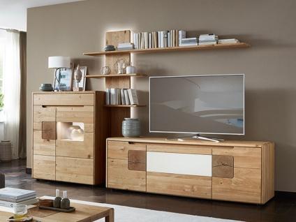 Wöstmann Solento Wohnwand Kombination 0003 in europäischer Wildeiche Massivholz soft gebürstet für Wohnzimmer Kombination 0003 3-teilig mit TV-Unterschrank Highboard und Paneelregal Beleuchtung wählbar