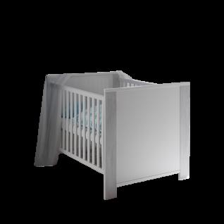 Mäusbacher Skandi Babybett BB mit Liegefläche ca. 70 x 140 cm und Seitenteilen mit breiten Sprossen für Ihr Babyzimmer und Kinderzimmer im Dekor Weiß matt Lack mit Absetzungen in Astana Pine Nachbildung