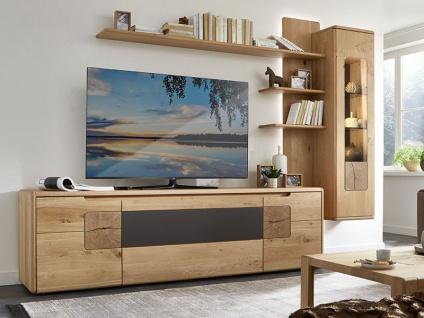 Wöstmann Solento Wohnwand Kombination 0004 in europäischer Wildeiche Massivholz soft gebürstet für Wohnzimmer Kombination 0004 3-teilig mit TV-Unterschrank Hängevitrine und Paneelregal Beleuchtung wählbar