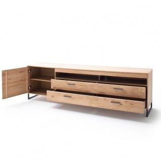 MCA Furniture Portland TV-Element POR17T32 für Ihr Wohnzimmer Lowboard im Industrial Look mit einer Tür zwei Schubkästen und zwei offenen Fächern TV-Unterteil in Asteiche bianco teilmassiv mit Fronten aus Massivholz und Füßen aus Metall Anthrazit lackiert - Vorschau 4