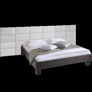 Hasena Oak-Line Bett bestehend aus Bettrahmen Modul 18 und Bettfüße Noro in Eiche graphit gebürstet geölt sowie den gepolsterten Wandpaneel Opio 3L in Kunstleder Kul white 301 Liegefläche ca. 180x200 cm