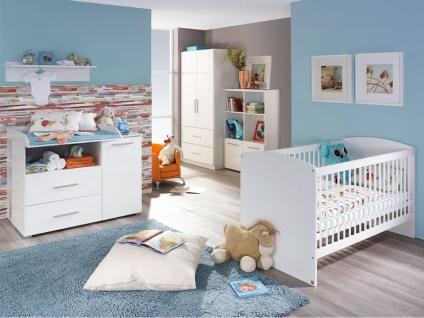 Rauch Packs Manja 3-teiliges Babyzimmer mit Drehtürenschrank Babybett und Wickelkommode Front Hochglanz Weiß Korpus Alpinweiß wahlweise mit Wandbord und Regalelementen