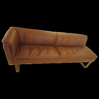 Willi Schillig Bank Lounge 11752 mit Seitenteil links und offenem Abschluss rechts mit einem hochwertigen Echtlederbezug in der Farbe Tobacco Z69/51 und mit Metallkufen in Bronze pulverbeschichtet***AM LAGER***