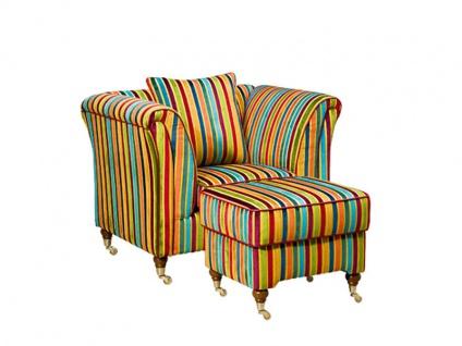 Schröno Luxus-Sessel VINTAGE Sessel mit dazugehörigen Hocker im Boulevard Etro Design gedrechselte Buchefüße im Beizton Nussbaum Cognac Boxspringunterfederung Sitzpolsterung medium inklusive ein Kissen im Boulevard Etro Bezug